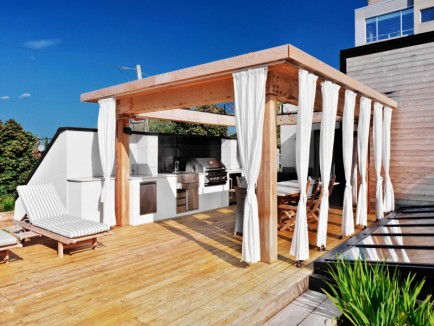 White-Canvas-On-A-Green-Roof-designrulz-18