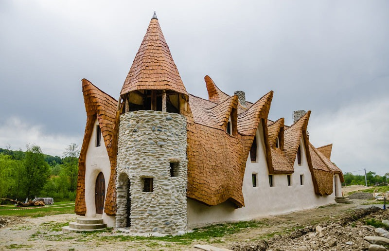 romanian-fairy-tale-lodge-designrulz-16
