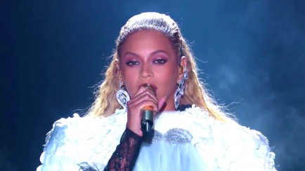 clip-12-beyonce-performance