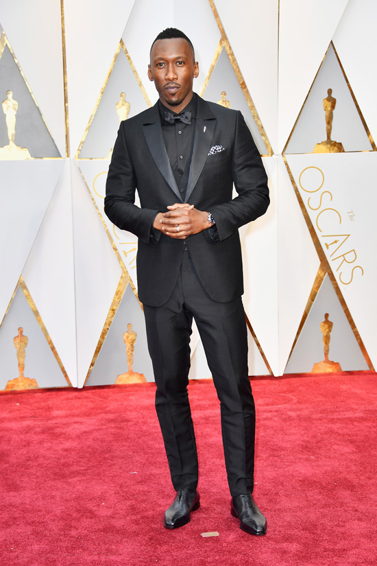 Mahershala-Ali-Oscars-2017-Red-Carpet-Fashion-Ermenegildo-Zegna-Couture-Tom-Lorenzo-Site-2