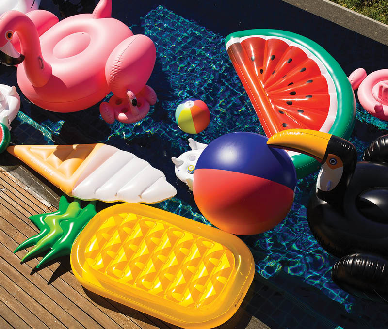 Sunny-Life-Inflatable-Pineapple-with-other-inflatable-pool-toys