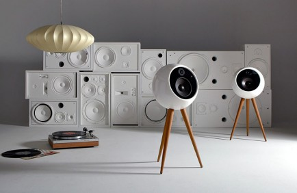 modern-standalone-wood-white-speakers-170717-136-01