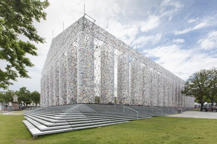 marta-minujin-the-parthenon-of-books-documenta-14-designboom-02