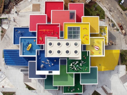 LEGO-house-bjarke-ingels-group-big-museum-billund-denmark-designboom-02